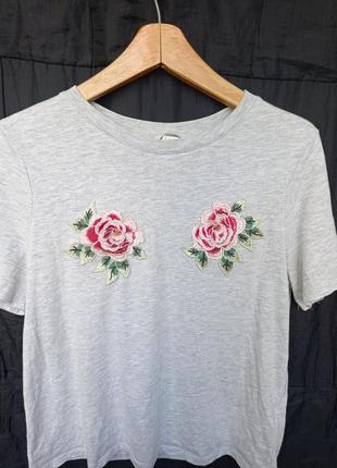 Футболка с розами нашивки вышивки розы цветы бренд hm
