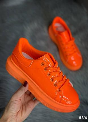Оранжевые кеды лакованые
