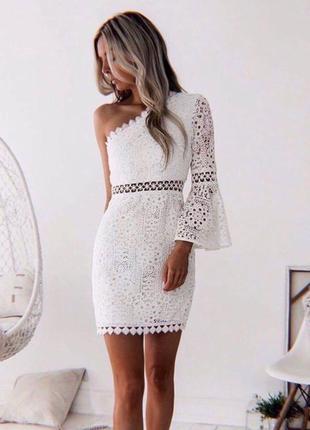 Платье белое кружевное кружево на молнии