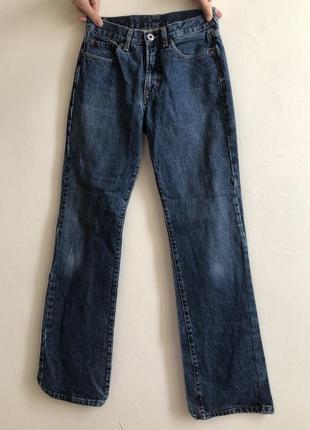 Актуальные джинсы на высокой посадке, высокой талии, плотный джинс, клеш, прямой крой, клеш от колена, высокая талия