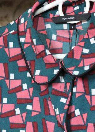 Новая блузка с актуальным принтом