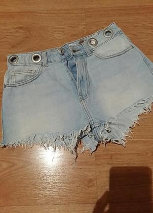 Летние джинсовые шорты с люверсами