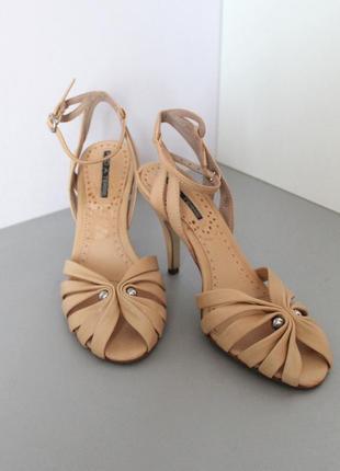 Бежевые кожаные босоножки на высоком каблуке от pied a terre
