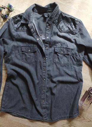 Джинсовая рубашка с кожаными вставками