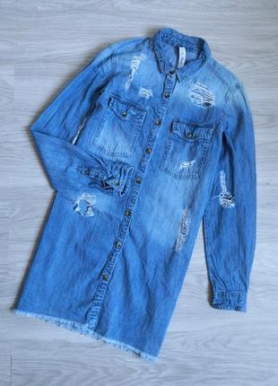 Джинсовое платье рубашка с необроботанным низом и фабричними рваностями