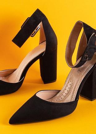 Чорні жіночі туфлі на підборах