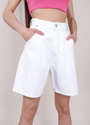 Джинсовые шорты-бермуды, белые
