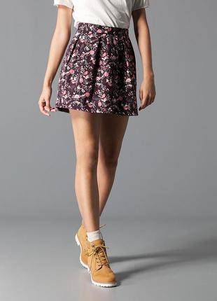 Стильная объемная короткая юбка от stradivarius в орнамент-s-ка