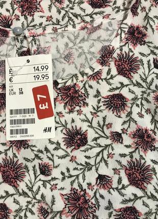 Очень красивая и стильная брендовая блузка в цветочках..100% вискоза.