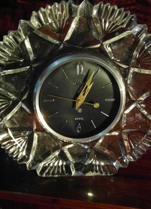 Настольные антикварные часы  в хрустале