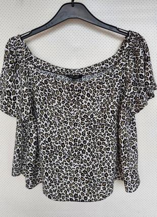 Укороченная блуза в принт, на плечи