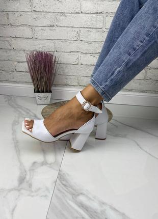 Стильные босоножки на среднем каблуке натуральная кожа замш