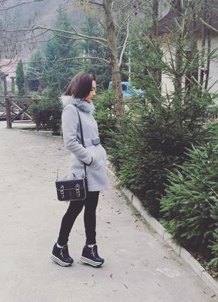 Универсальное пальто: подойдет как под класический стиль, так и под спортивный