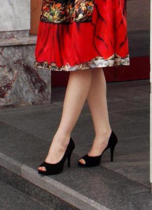 Замшевые стильные туфли на удобном каблуке