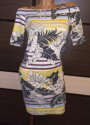 Летнее трикотажное платье с открытыми плечиками.
