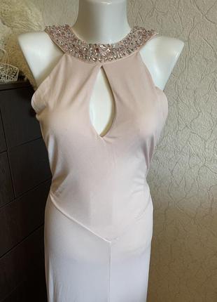 Вечернее бежевое нарядное платье в пол в v вырезом на спине