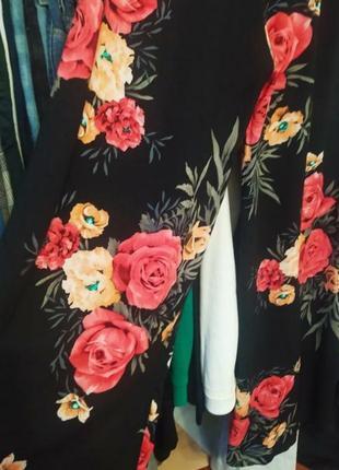 Лёгкие летние брюки-палаццо с ярким принтом