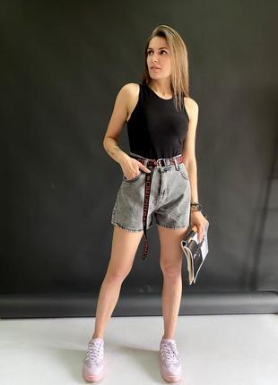 Стилтные джинсовые шорты с пояском cracpot