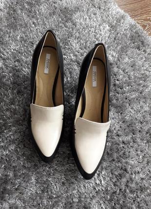 🌿 трендовые кожаные туфли-лодочки в бежево-чёрной расцветке
