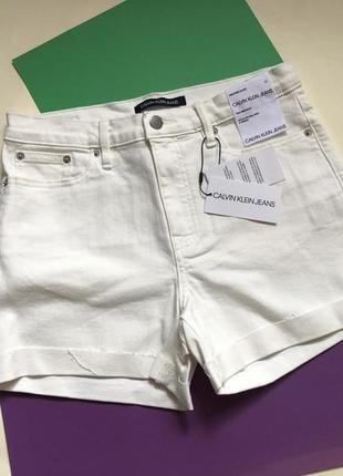 В наличии джинсовые шорты calvin klein в размерах 27, 28 и 29.