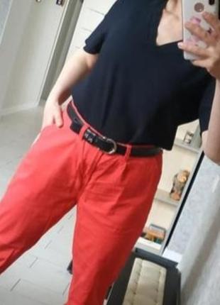 Красные укороченные брюки,высокая посадка мом в идеале