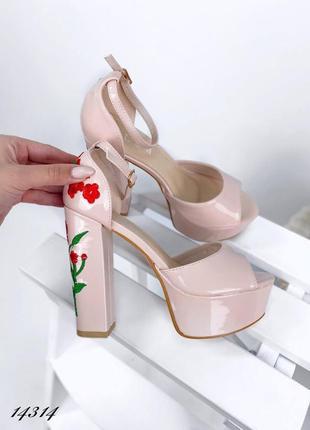 Босоножки боссоножки туфли на высоком каблуке на высокой подошве эко лак с цветами вышивкой6 фото