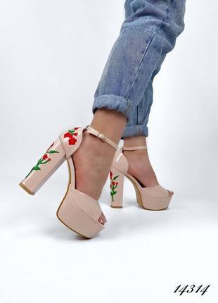 Босоножки боссоножки туфли на высоком каблуке на высокой подошве эко лак с цветами вышивкой7 фото