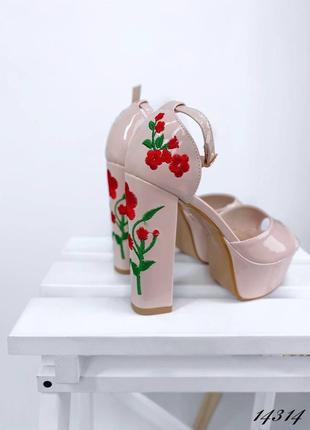 Босоножки боссоножки туфли на высоком каблуке на высокой подошве эко лак с цветами вышивкой2 фото