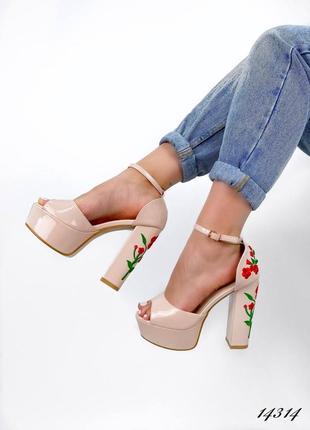Босоножки боссоножки туфли на высоком каблуке на высокой подошве эко лак с цветами вышивкой4 фото