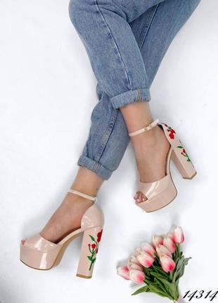 Босоножки боссоножки туфли на высоком каблуке на высокой подошве эко лак с цветами вышивкой5 фото