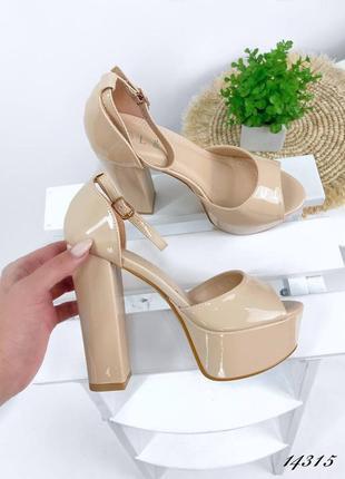 Босоножки боссоножки туфли сандалии на высоком каблуке на высокой платформе бежевые эко лак6 фото