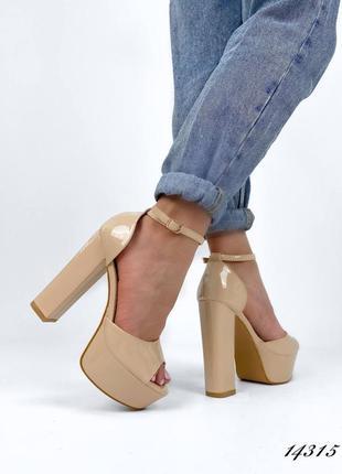 Босоножки боссоножки туфли сандалии на высоком каблуке на высокой платформе бежевые эко лак
