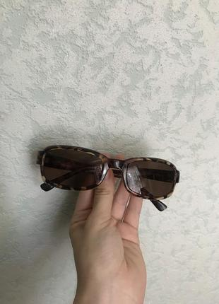 Очки узкие в винтажном стиле багровые стиль нулевых винтаж