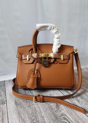 Брендовая сумочка с ключиком и замочком
