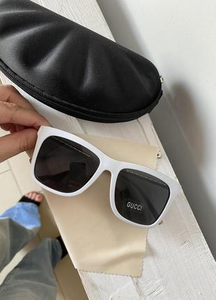 Модные  женские солнцезащитные белые очки