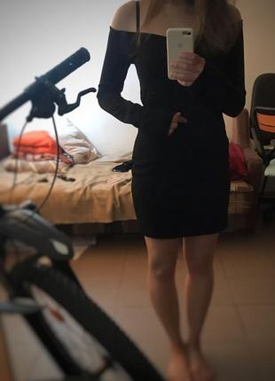 Чорне, коротке, вечірнє плаття