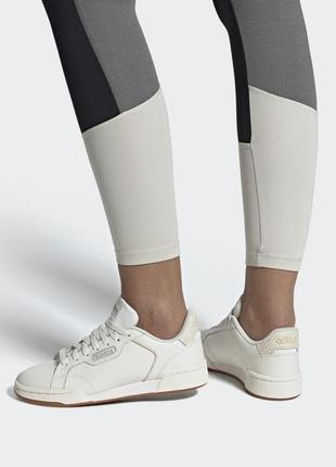 Adidas оригинал кожаные светлые, молочно-белые кроссовки
