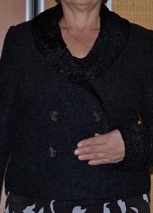 Качественный фирменный пиджак пальто