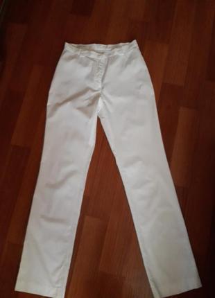 Шикарные белоснежные легкие брюки 36 размер cristian berg stockholm