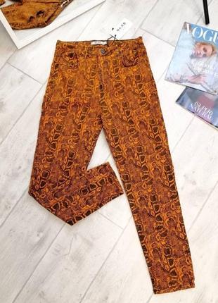 Ярко-оранжевые джинсы скинни na-kd со змеиным принтом