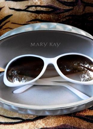 Солнцезащитные очки mary kay с твёрдым футляром солнцезащитный фактор uv 400