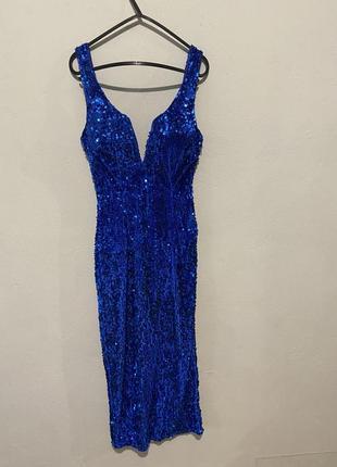 Синее платье в паетках