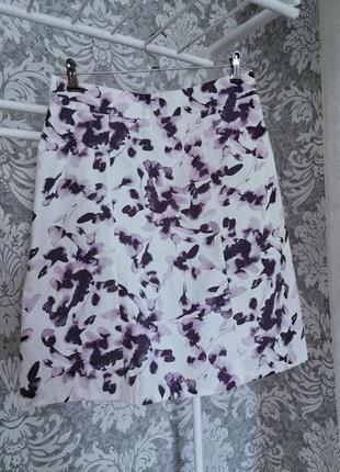 Женская юбка белая фиолетовый принт