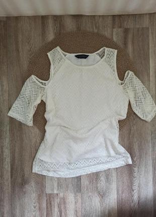 Нежная кружевная блуза с открытыми плечами