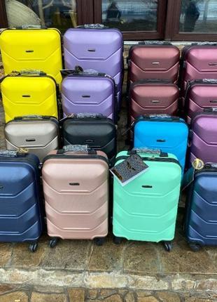 Дорожный чемодан, сумка на колесах пластиковый wings ручная кладь