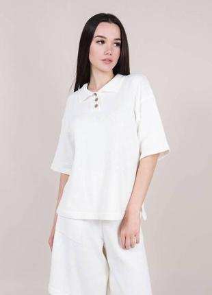 Женская трикотажная футболка поло белая с воротником модная красивая однотонная трендовая светлая