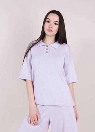 Женская трикотажная футболка поло сиреневая лиловая лавандовая с воротником модная красивая однотонная трендовая светлая