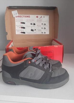 Кросівки з роликами heelys