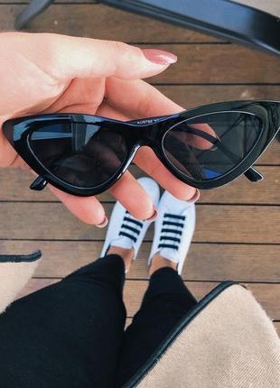 Чёрные солнцезащитные очки кошачий глаз