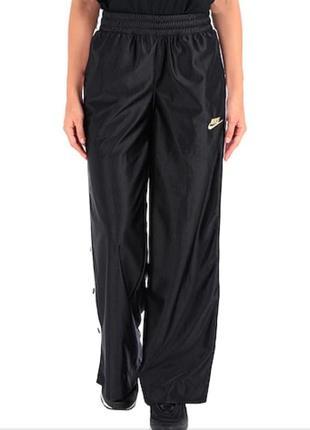 Оригинальные спортивные штаны прямые с разрезами молниями.